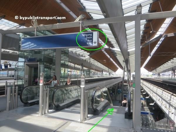 amsterdam johan cruijff arena met openbaar vervoer by public transport 01