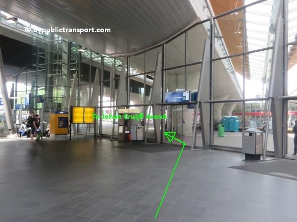 amsterdam johan cruijff arena met openbaar vervoer by public transport 03