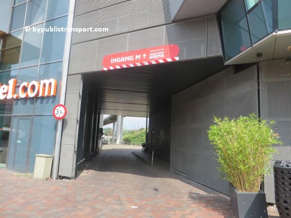 amsterdam johan cruijff arena met openbaar vervoer by public transport 07