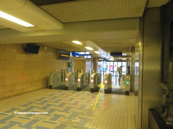 hoe kom ik bij de centrale bibliotheek oba oosterdok in amsterdam met het ov openbaar vervoer by public transport 03
