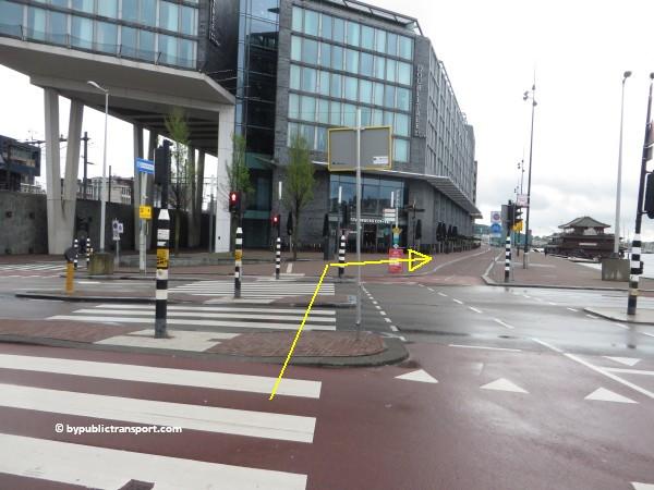 hoe kom ik bij de centrale bibliotheek oba oosterdok in amsterdam met het ov openbaar vervoer by public transport 22