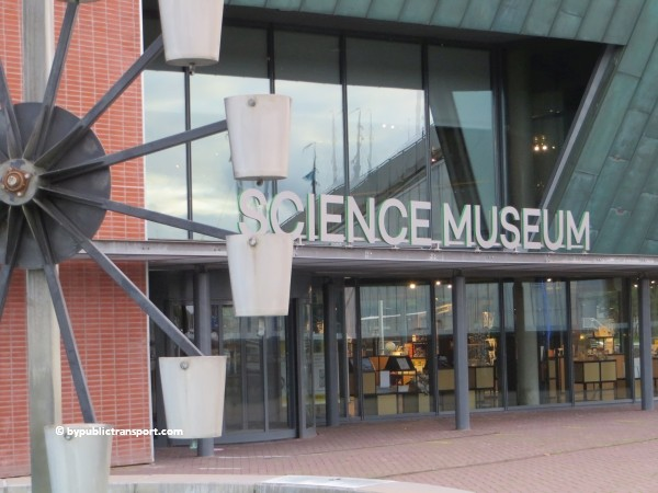 hoe kom ik bij het nemo science museum in amsterdam met het ov openbaar vervoer by public transport 29
