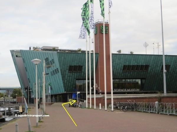 hoe kom ik bij het nemo science museum in amsterdam met het ov openbaar vervoer by public transport 35