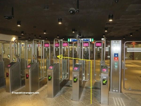 hoe kom ik bij het tropenmuseum amsterdam met het ov openbaar vervoer by public transport 21