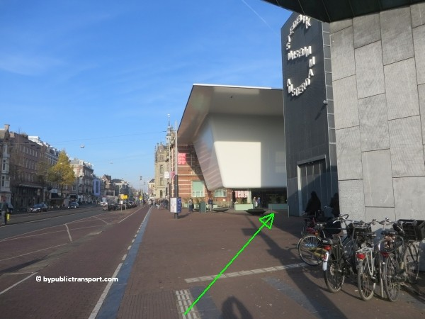 how do i get to the moco museum amsterdam by public transport 32