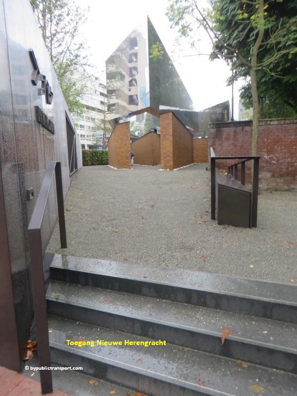 nationaal holocaust namenmonument amsterdam met het ov openbaar vervoer by public transport 04