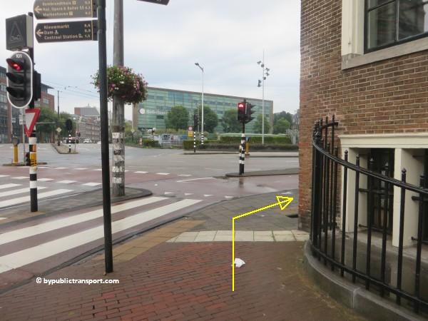 nationaal holocaust namenmonument amsterdam met het ov openbaar vervoer by public transport 27